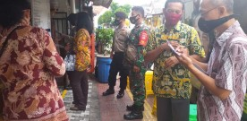 Petugas Gabungan Covid-19 Kecamatan Kraton Meninjau Tempat-tempat Usaha Jasa Dan Resto