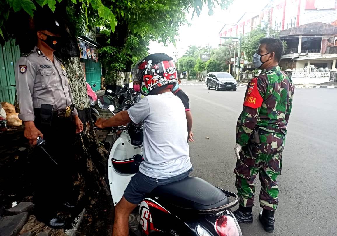 Pedagang Bunga Tak Luput Jadi Sasaran Babinsa, Satbinmas dan Satpol PP