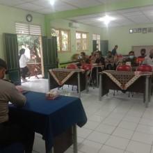 Babinsa Ngampilan Ajak Warga Untuk Patuhi Instruksi Gubernur dan Surat Edaran Walikota Yogyakarta