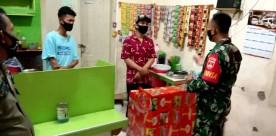 Babinsa Bersama Satpol PP Himbau Pedagang Angkringan Untuk Disiplin Prokes