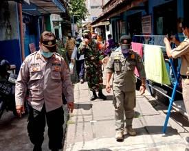 Ingatkan Bahaya Covid – 19, Babinsa Koramil 13/Ngampilan Keliling Kampung Pathuk