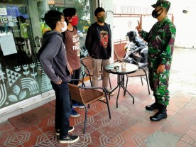 BABINSA PANTAU PENERAPAN PROKES PADA ACARA GRAND OPENING STREET BOBA DI JL SUDIRMAN
