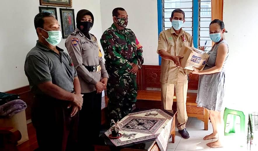 Babinsa Gunungketur Koramil 05/Pakualaman Salurkan Paket Sembako Dari BRI Peduli Untuk Warga Masyarakat Yang Terdampak Covid-19