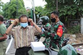 Bulan Ramadhan 1442 H Kodim Kota Yogyakarta Bagi Takjil dan Masker