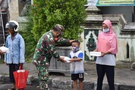 Berbagi Berkah Ramadhan, Kodim Kota Yogyakarta Kembali Bagi Takjil Gratis