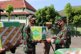 Jelang Lebaran, Dandim 0734/Kota Yogyakarta Beri Bingkisan Lebaran