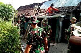 Satgas Pra TMMD Reguler 111 Kodim 0734/Kota Yogyakarta Mulai Bongkar RTLH Bu Darmini